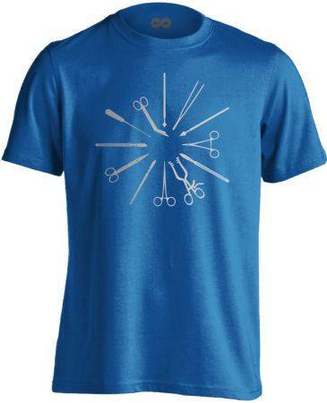Hegyesek-Élesek központi műtős férfi póló (kék)