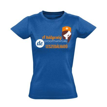 A Hülyeség Gyógyíthatatlan nővér póló (kék)