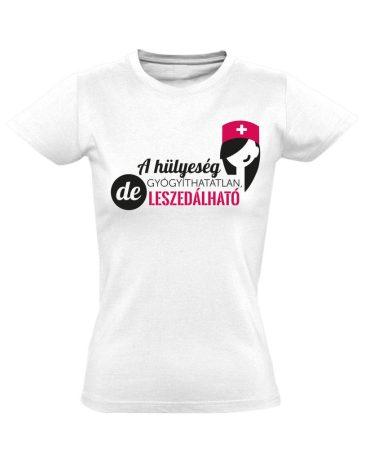 A Hülyeség Gyógyíthatatlan nővér póló (fehér)